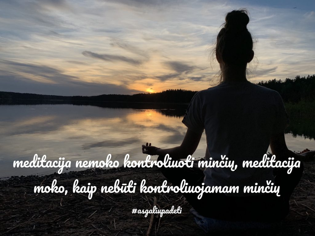 Meditacija nemoko kontroliuoti minčių, meditacija moko, kaip nebūti kontroliuojamam minčių.